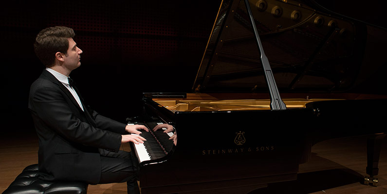 2013/14 WINTER SERIES:<br>Alessio Bax, <em>piano</em>